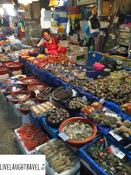 Korea-Noryangjin-Fish-Market-eating-live-Octopus