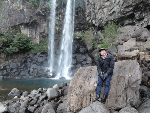 jeju-attractions-Jeongbang-Waterfall