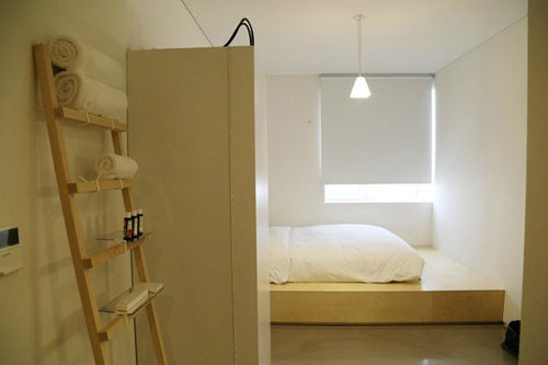 where-to-stay-in-seoul-small-house-big-door