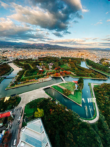 things-to-do-in-hakodate-hokkaido-attractions-Goryokaku-Tower-Goryokaku-Park-star-observatory-deck-moat